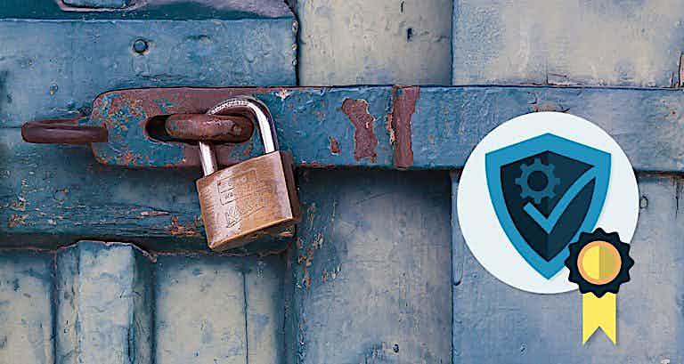 Ein Schloss verriegelt eine Tür, rechts daneben ist ein Sicherheitssymbol.