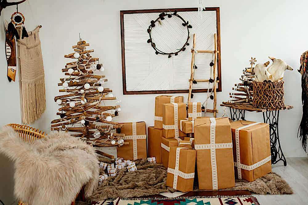 Weihnachtsdekoration mit Paketen
