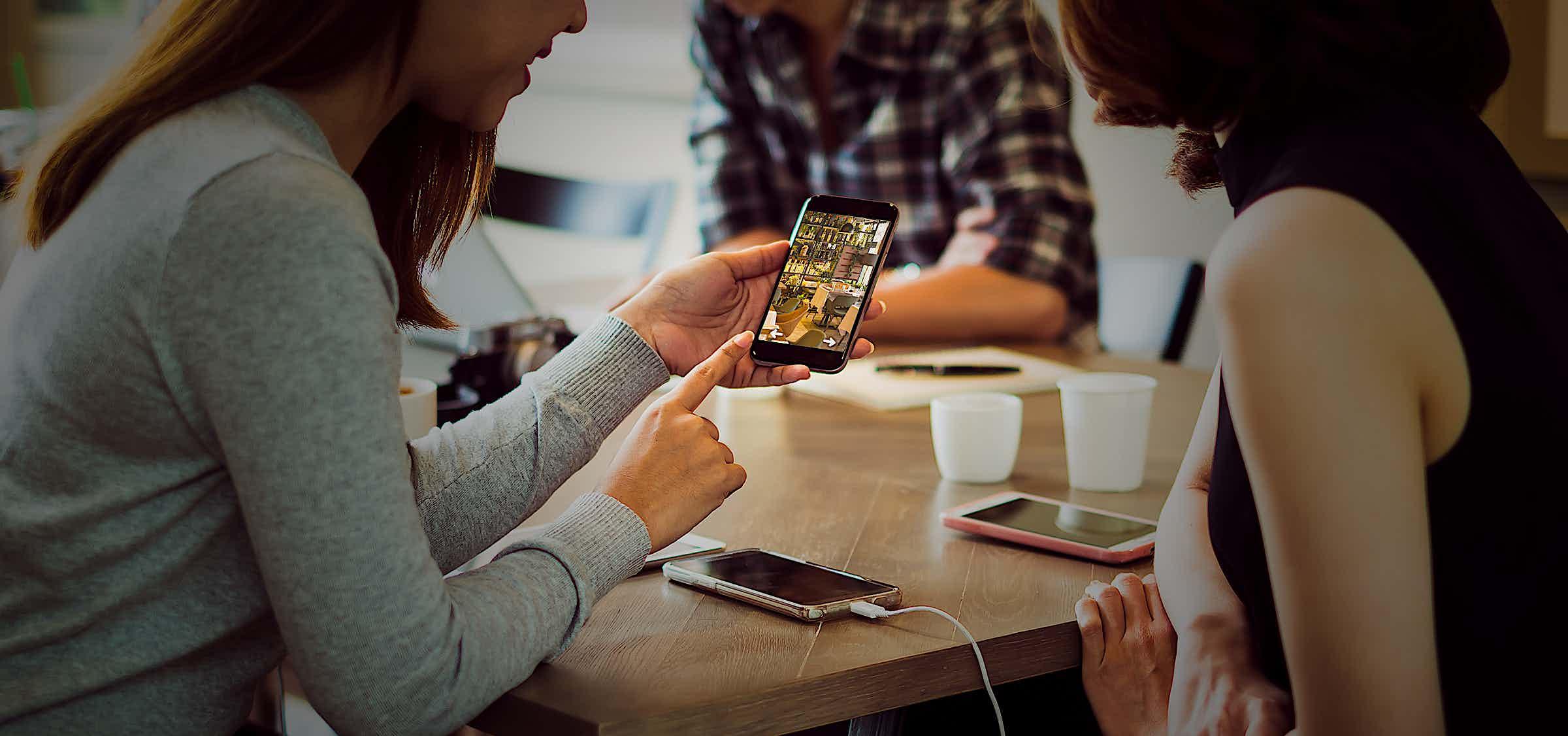 Empfehlungsmarketing passiert online & offline.
