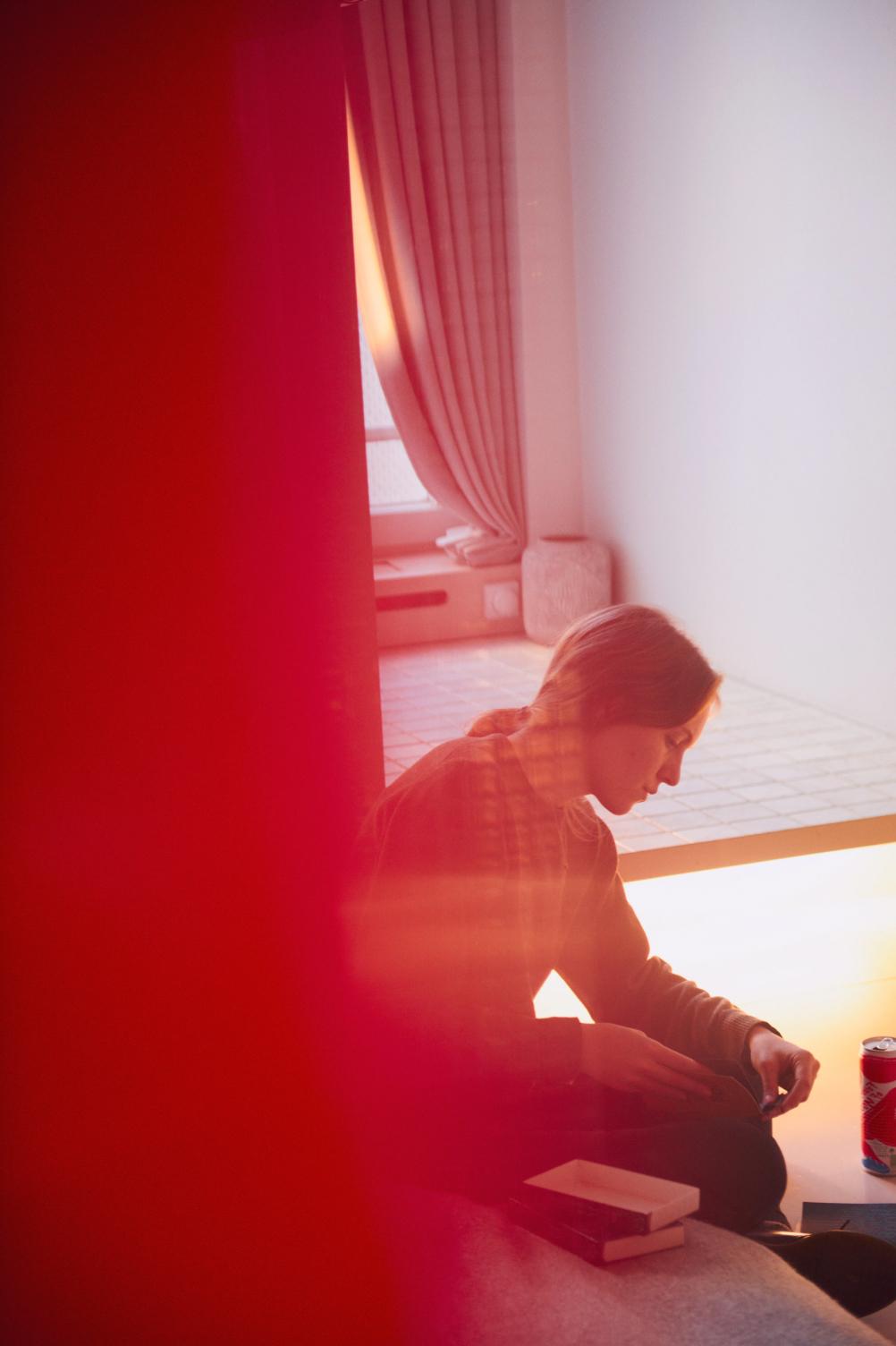 Women sitting in Michelberger Hotel Room