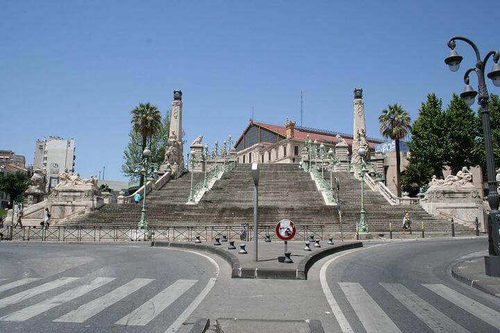 Réserver une place de parking facilement à la gare Marseille Saint-Charles