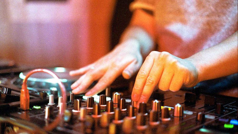 DJ set up for beginners