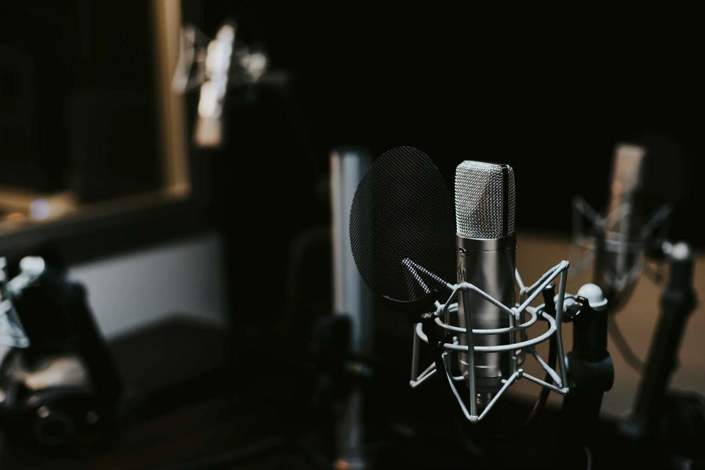 Microphone with pop filter in studio