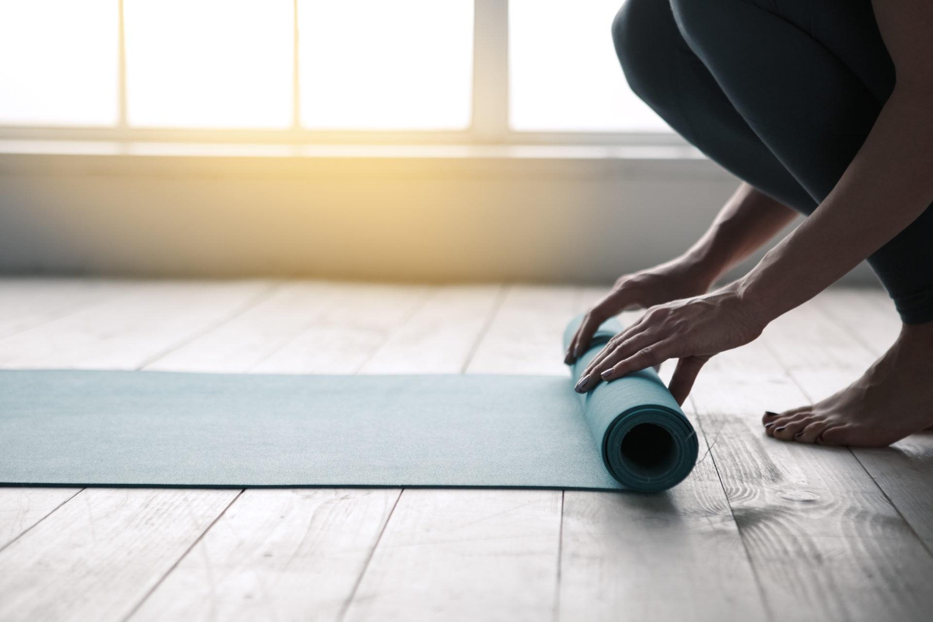 Rückenschmerzen bei Pflegekräften: Diese 5 Yoga-Übungen..