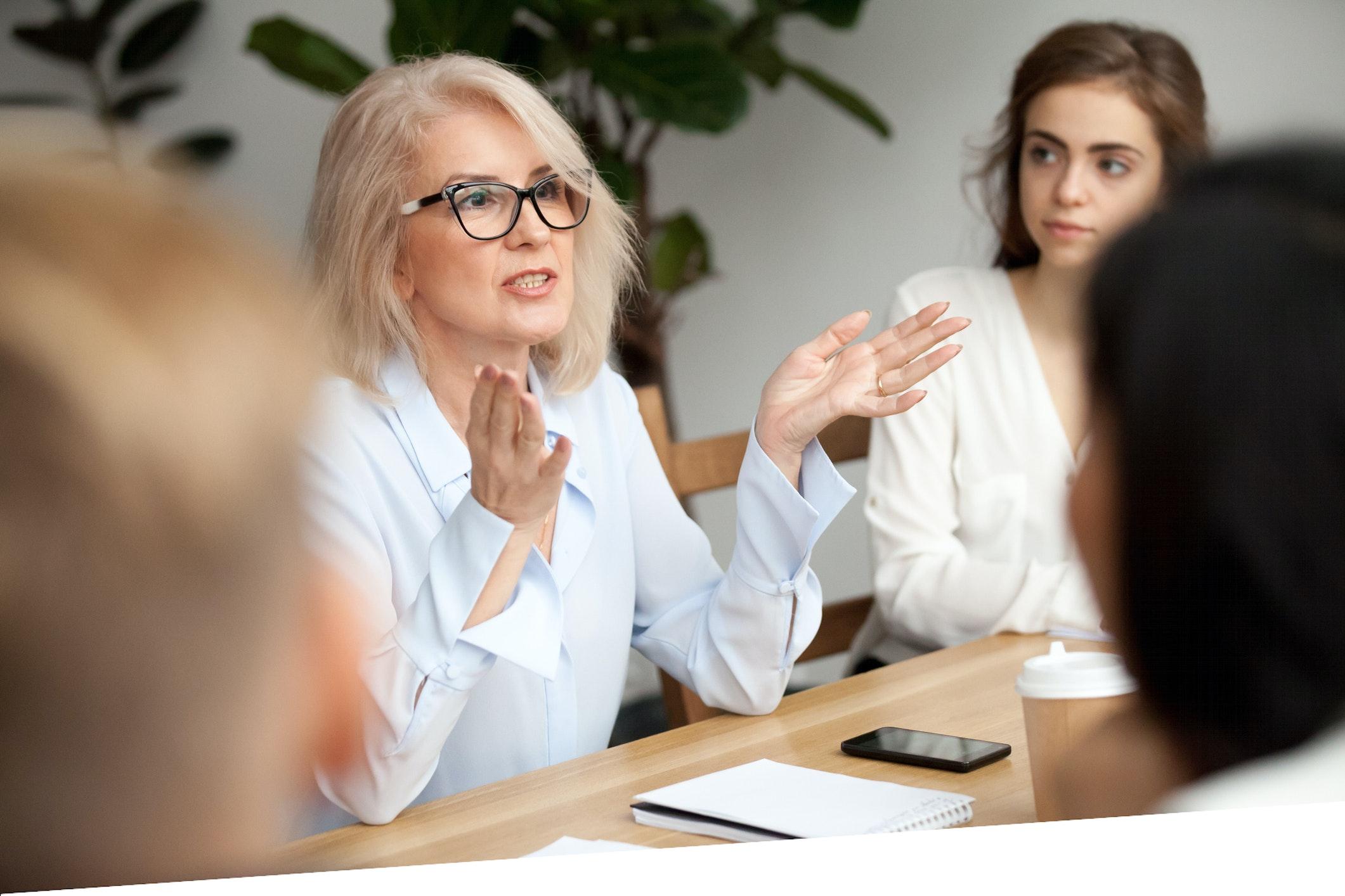 Frau in leitender Position Pflege