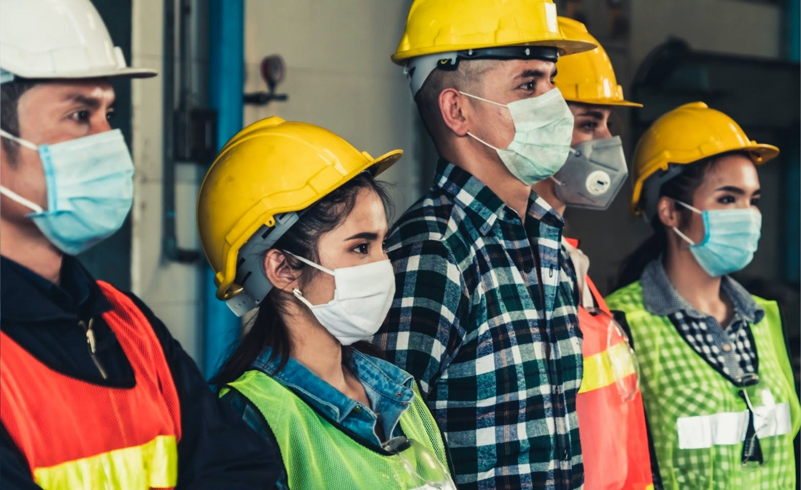 Constructions workers wearing masks