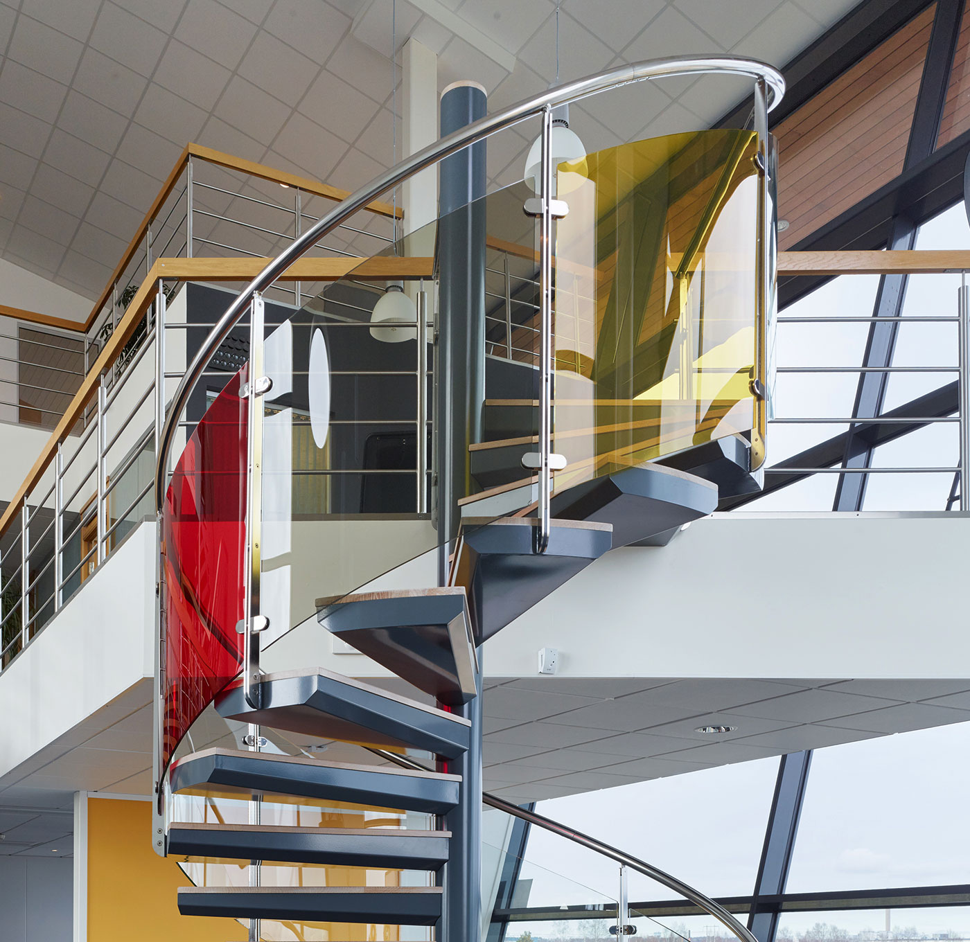 Spiral staircase exclusive with glass railing