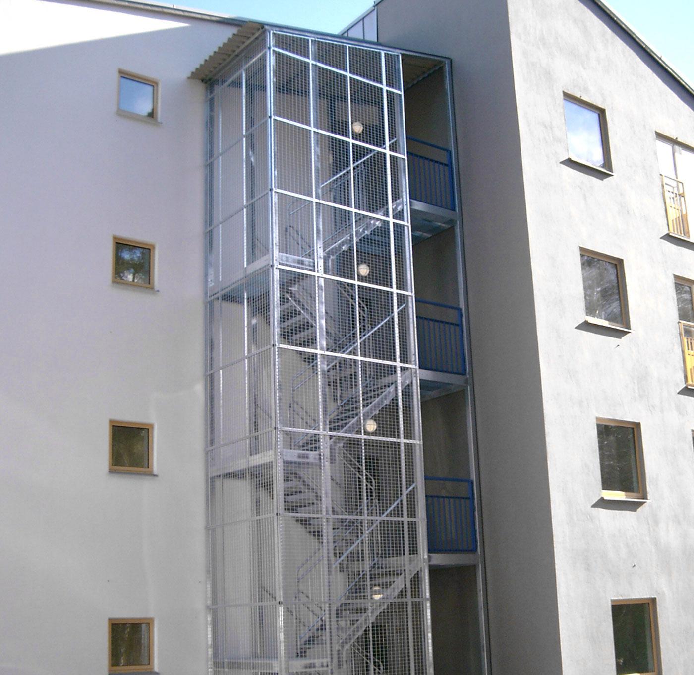 Gerade Treppe mit mehreren Abschnitten