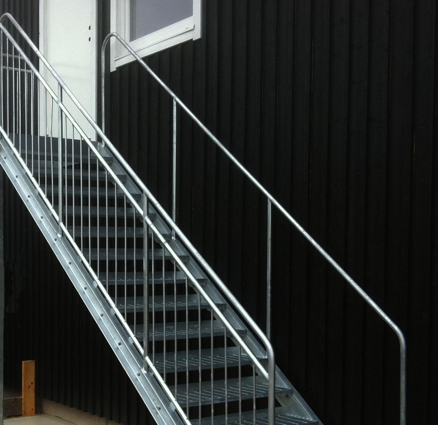 Rak trappa med durksteg