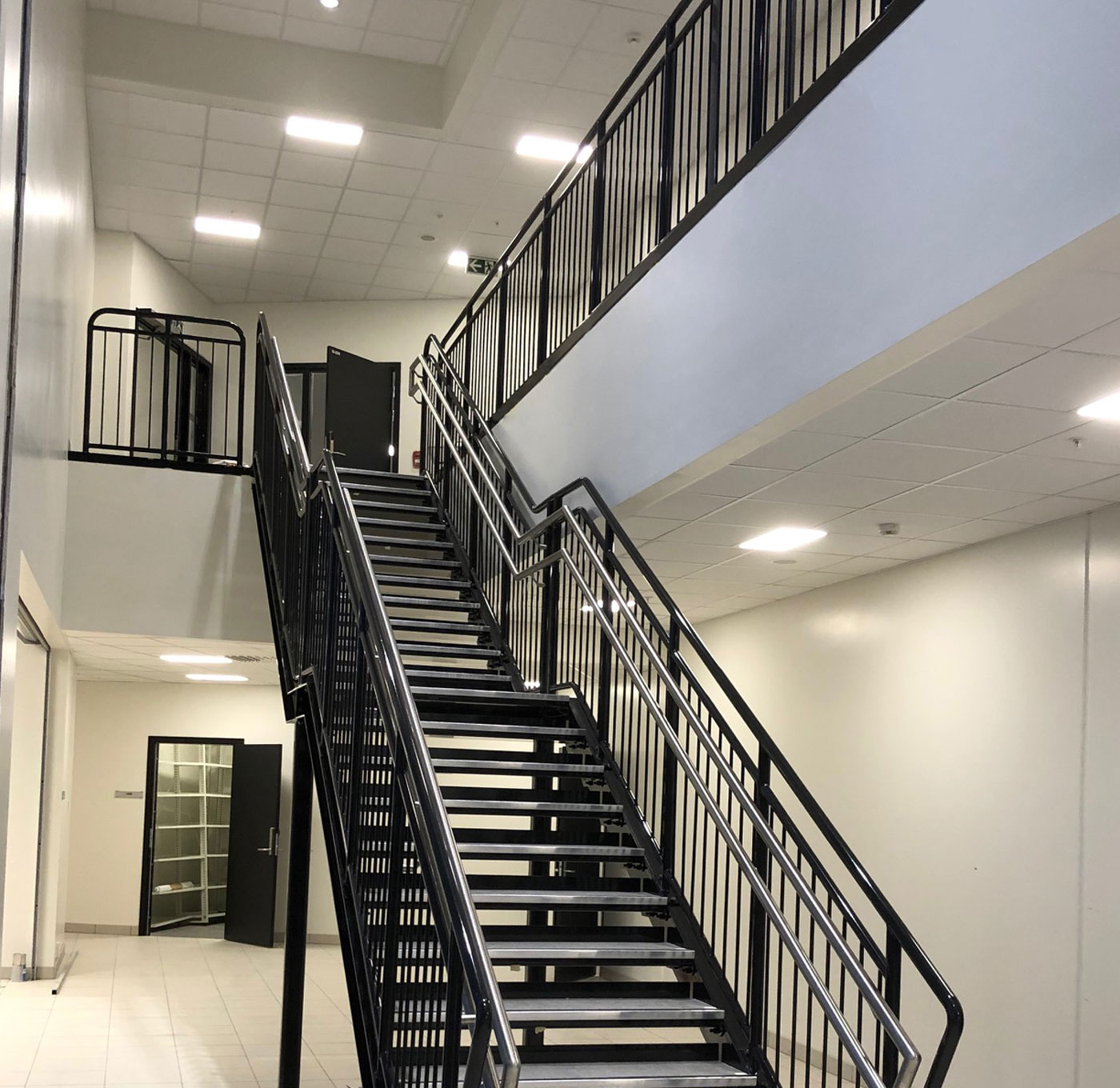 Powder coated straight staircase with stainless inner handrail
