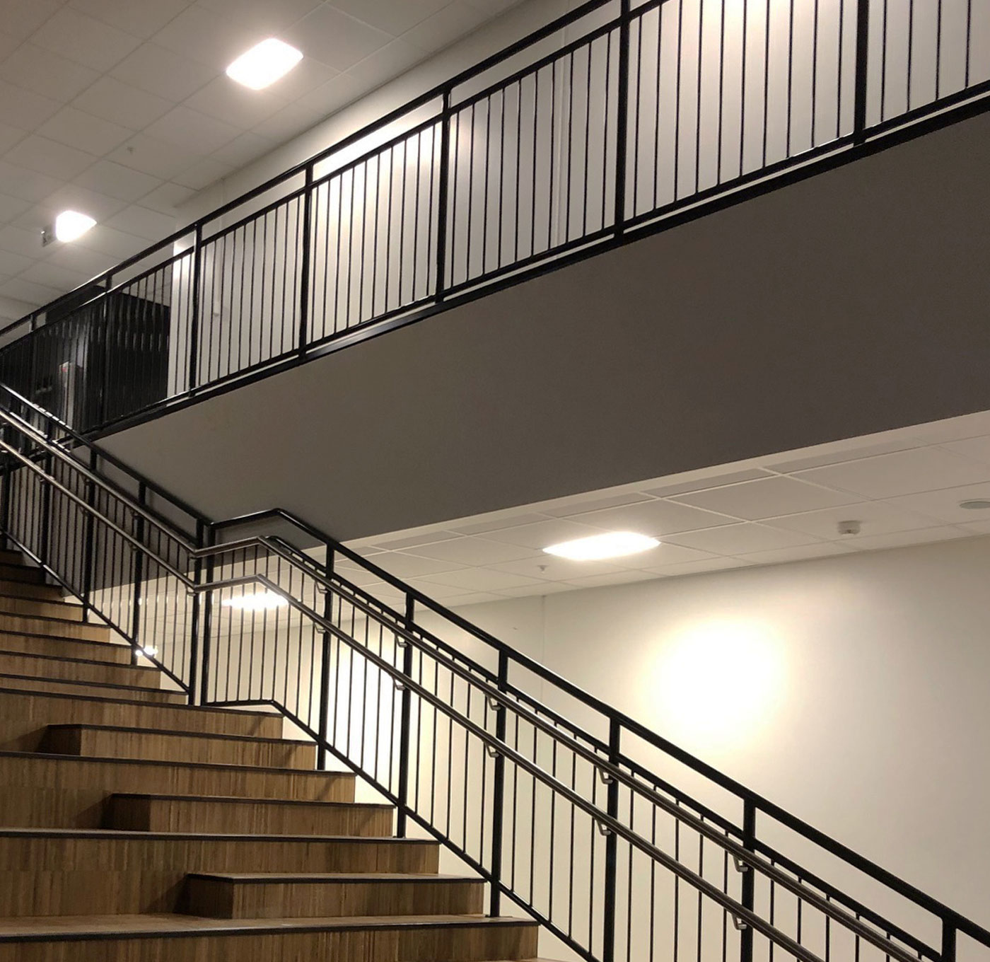 Powder coated childsafe railing with stainless inner handrail