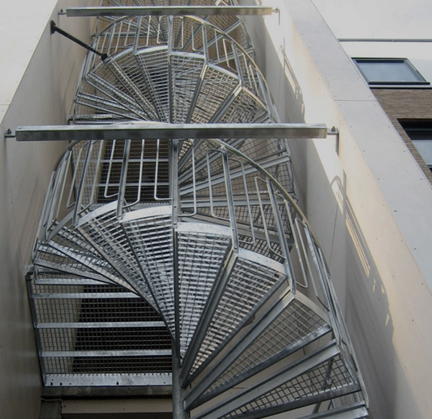 Spiral staircase childsafe railing with press welded grating steps