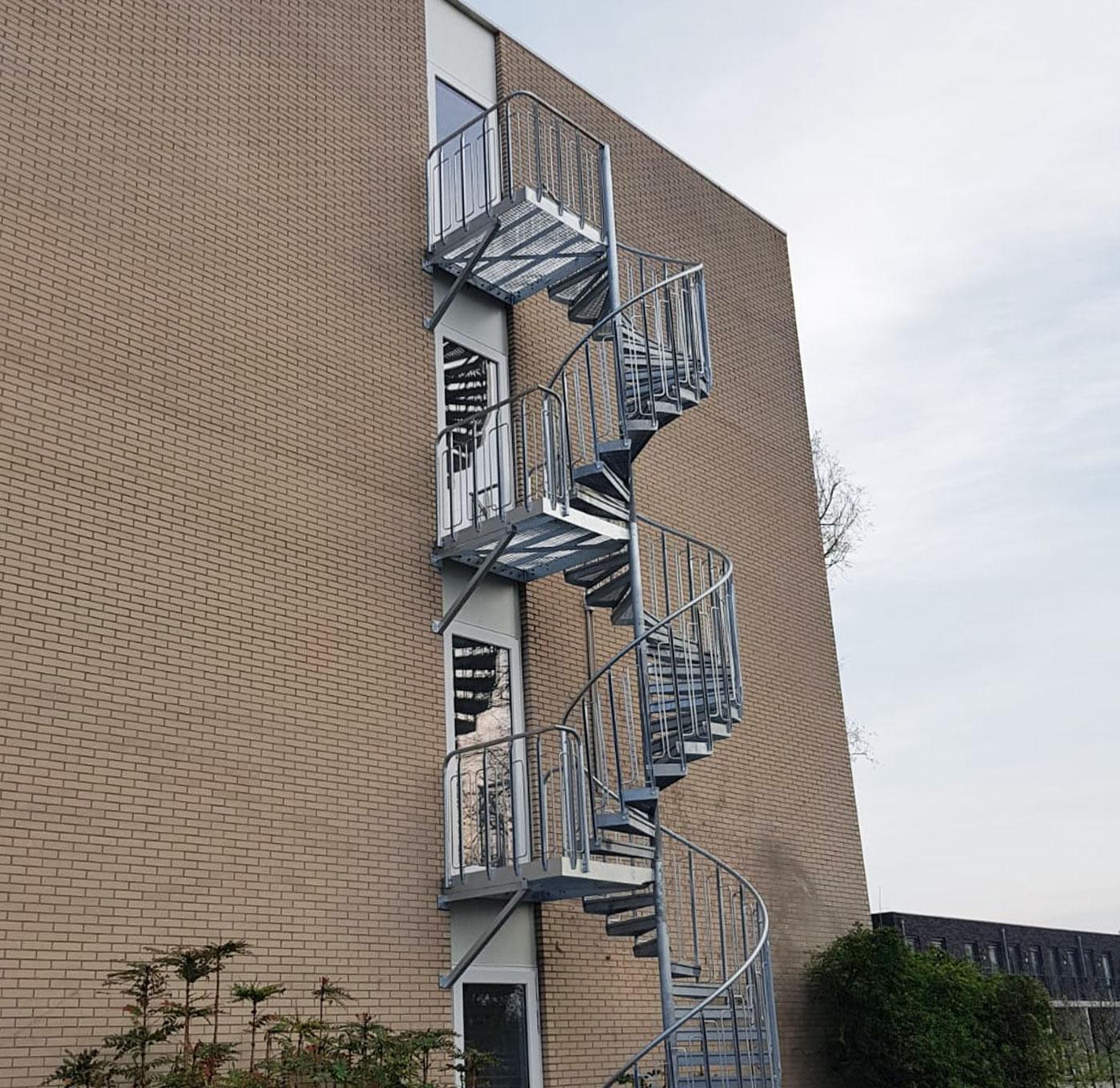 Evakuierung Treppe mit kindersichere Geländer