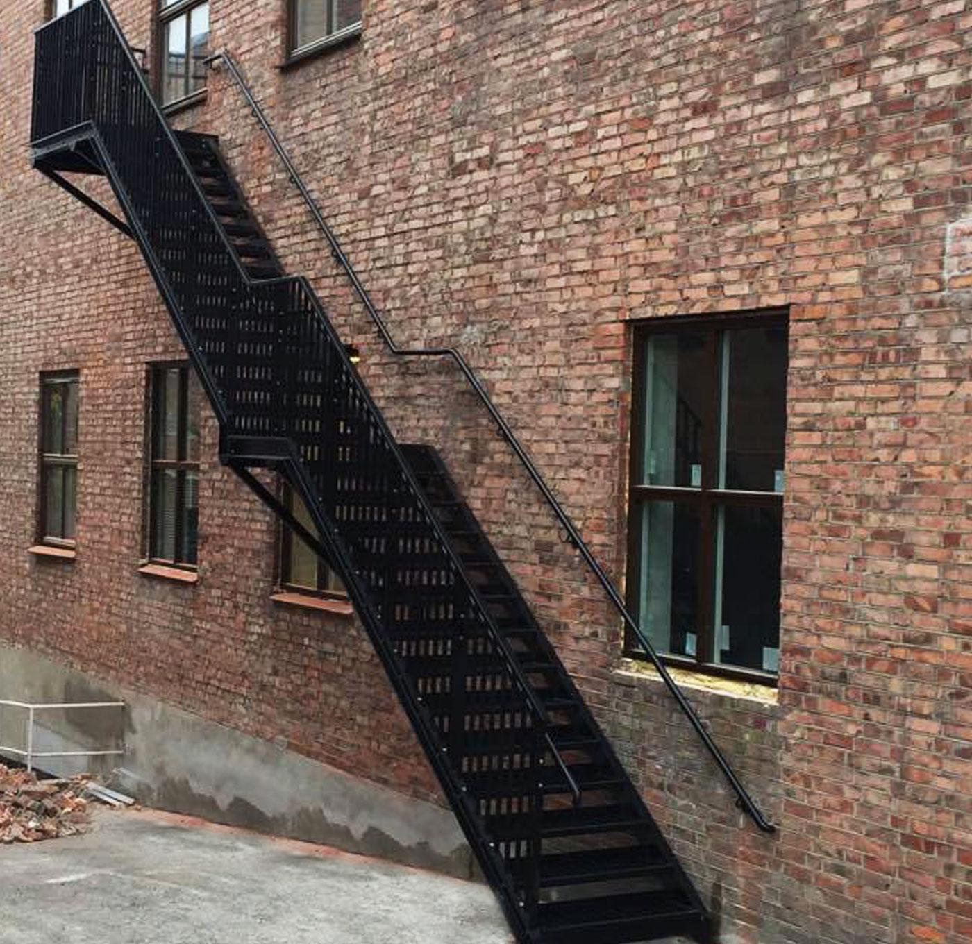 Pulverbeschichtete gerade Außentreppe mit kindersicherem Geländer
