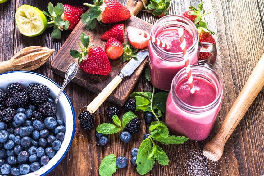 Gin smoothie with berries