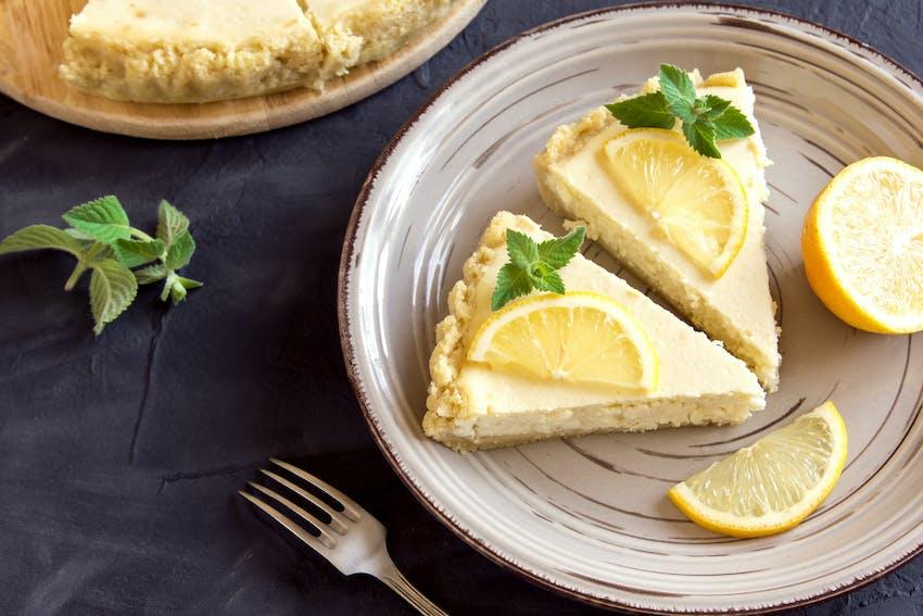 Gin and lemon cheesecake