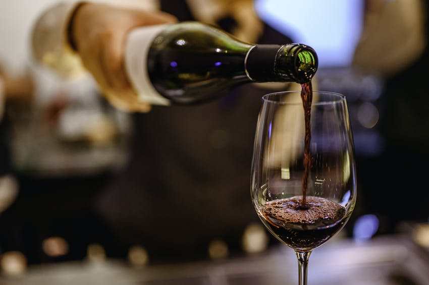 a glass of red wine will have higher levels of histamine