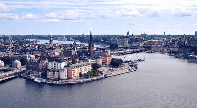 Fotografía de paisaje de la ciudad de Estocolmo, Suecia, junto al agua