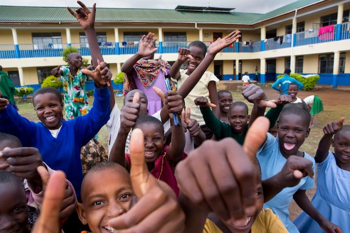 Meisjes in de door Terre des Hommes gesteunde opvang in Tanzania tegen meisjesbesnijdenis.