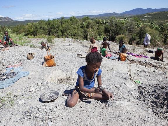 Vanavond op NPO3 'Bodem in Zicht': kinderarbeid in mica-mijnen