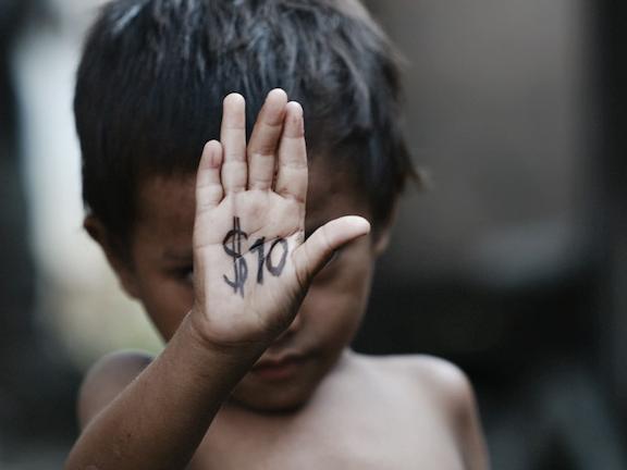 Nepal is populair bij kindermisbruikers uit het westen. Foto in scene gezet door Maarten Corbijn (Corbino), op reportage reis door Azie voor Terre des Hommes