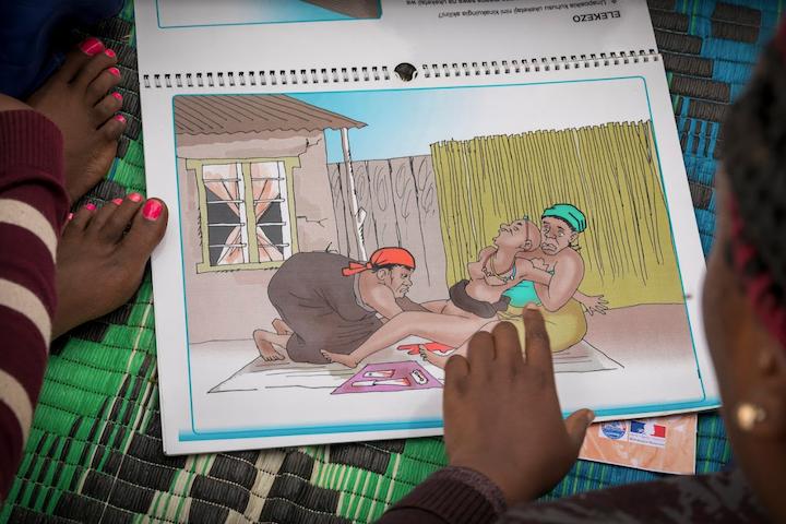 Voorlichting over meisjesbesnijdenis in Tanzania FGM