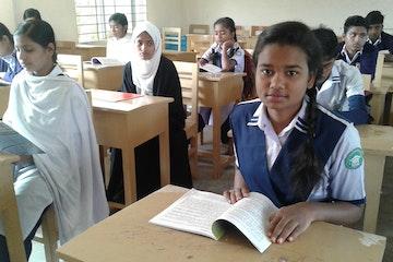 Nuri naar de middelbare school - onderwijs voor Ravidaskinderen in Bangladesh
