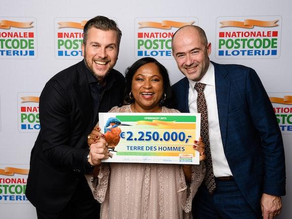 Terre des Hommes ontvangt 2,25 miljoen euro dankzij de deelnemers van de Nationale Postcode Loterij