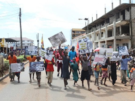 Acht kinderen gered tijdens mars tegen kinderhandel in Oeganda Terre des Hommes kinderuitbuiting