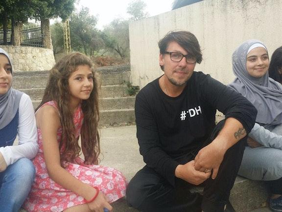 Ambassadeur Jan Dulles bezoekt vluchtkinderen in Libanon Terre des Hommes vluchtkinderen