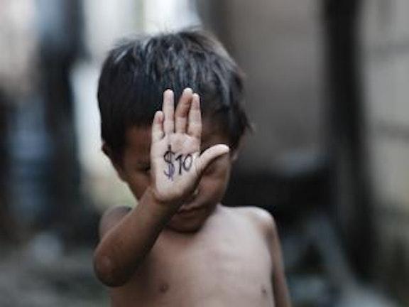 Thaise jongen krijgt $25.000 schadevergoeding van Amerikaanse misbruiker seksuele uitbuiting van kinderen Thailand