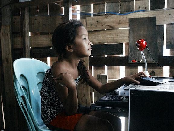 2013_jong_meisje_bezig_met_webcamseks_op_de_filipijnen1_3.jpg