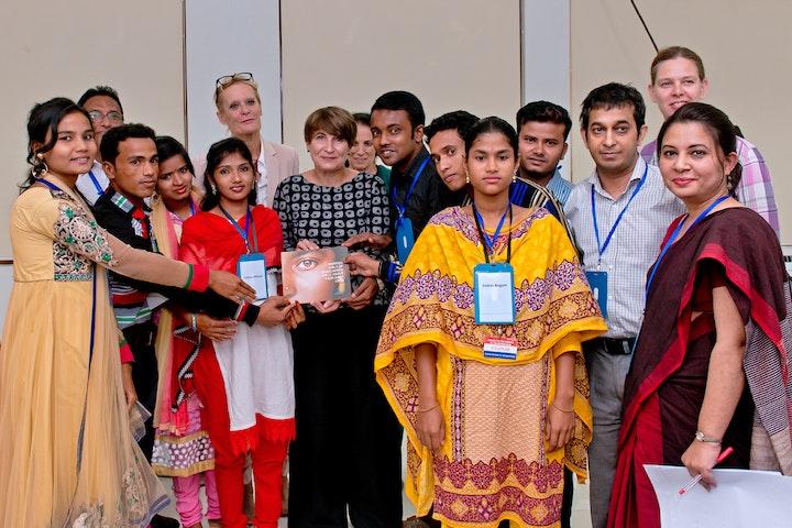 Ploumen bezoekt het programma IMAGE van Terre des Hommes in Bangladesh