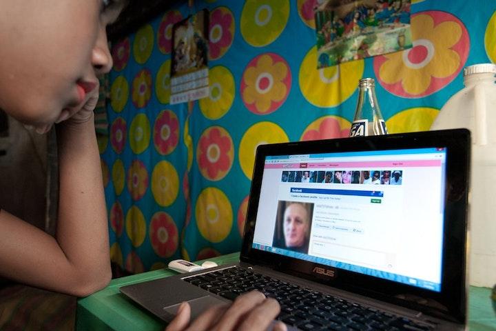 Twee mannen op Schiphol opgepakt wegens webcamseks met kinderen Terre des Hommes seksuele uitbuiting van kinderen