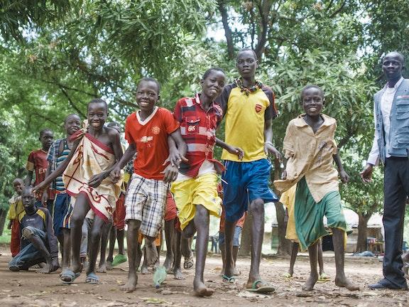 Samen met UNICEF vangt Terre des Hommes 300 kindsoldaten op in Zuid-Soedan met als doel de kinderen een normale jeugd te geven.