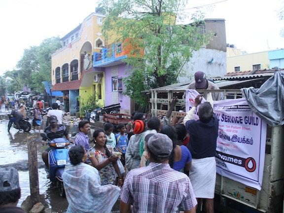 Hulp aan slachtoffers overstromingen India