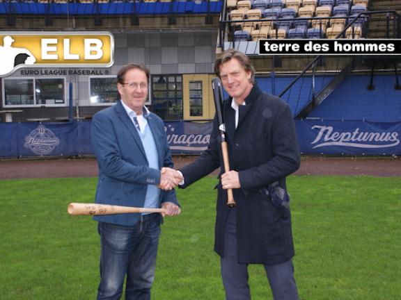 Terre des Hommes maakt volgend jaar zijn opwachting op de Europese honkbalvelden. De kinderrechtenorganisatie is een partnerschap aangegaan met de Euro League Baseball (ELB), een nieuwe competitie waaraan de beste honkbalploegen uit Europa meedoen. Maandag is op het terrein van de Rotterdamse honkbalclub Neptunus de samenwerkingsovereenkomst ondertekend.
