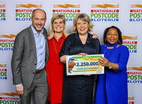 Uitreiking cheque, Nationale Postcode Loterij