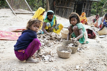 Children working in the Mica industry