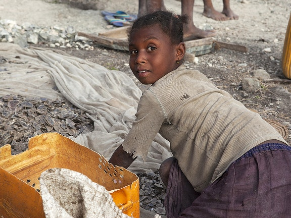 Child working in Mica industry
