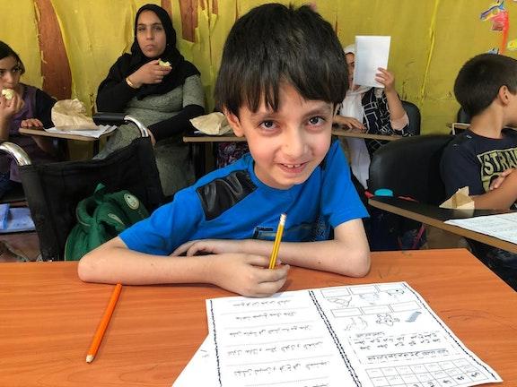 Tarek (12) zit voor het eerst van zijn leven op school