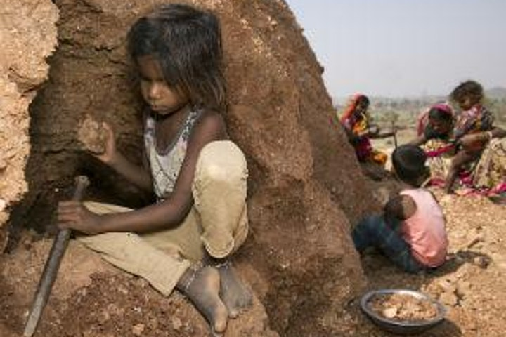 india_child_labour_mica_laasya_mbs_6804_320x240.jpg