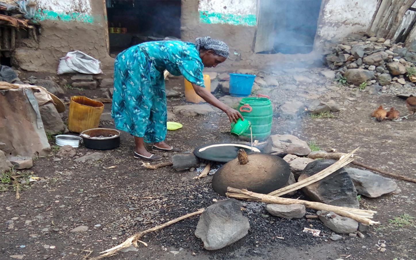 Ondernemende moeder helpt haar zeven kinderen weer naar school Terre des Hommes kinderhandel Ethiopië