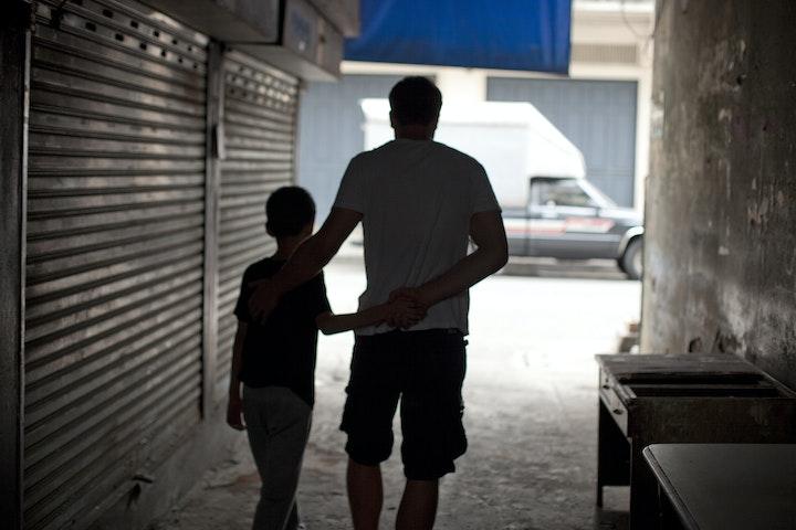 'Ik dacht echt dat die oude man me wilde helpen' seksuele uitbuiting van kinderen Thailand Terre des Hommes