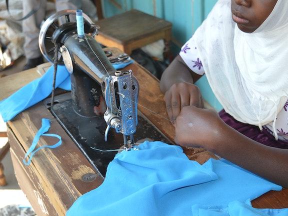 'Toen vertelde mijn vader dat ik besneden zou worden' Tanzania meisjesbesnijdenis kindermisbruik