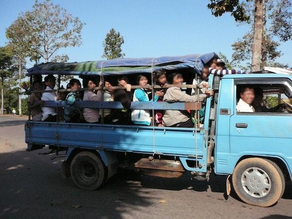 Kleine Chai sleept de fabrieksbaas voor de rechter Terre des Hommes Loas kinderhandel