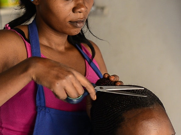 """Ik ga mijn eigen kapsalon beginnen"" Terre des Hommes seksuele uitbuiting Oeganda"