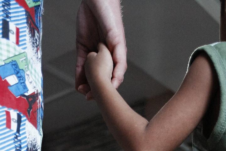 Een dapper jongetje vecht drie jaar voor gerechtigheid seksuele uitbuiting van kinderen Cambodja Terre des Hommes