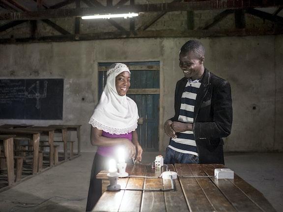 Help & Hulp: werken aan een vastberaden toekomst Tanzania goudmijn kinderarbeid Terre des Hommes