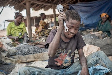 Musa, kindarbeider in de goudmijnen van Tanzania